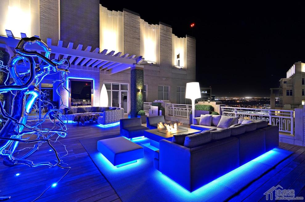 你所想像不到的豪宅的顶楼露台酒吧是什么样的景象