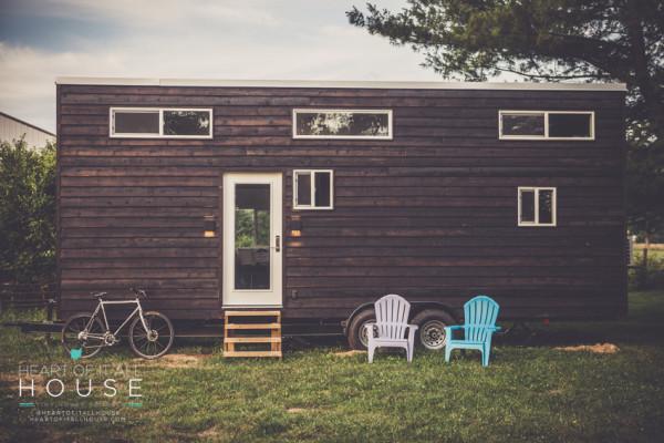 夫妻俩耗时五年手工DIY建造一个小型拖挂房车无惧高房价