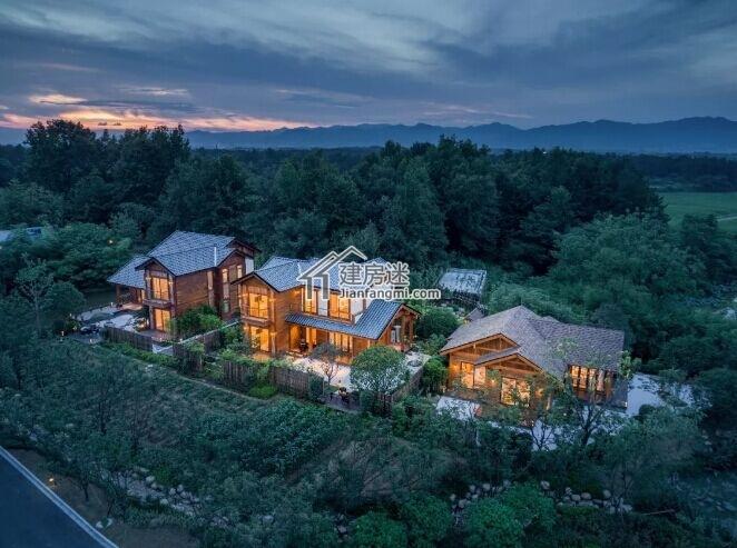自然美!三栋现代木结构亚博体育苹果下载中心案例-歌山凤凰谷度假酒店